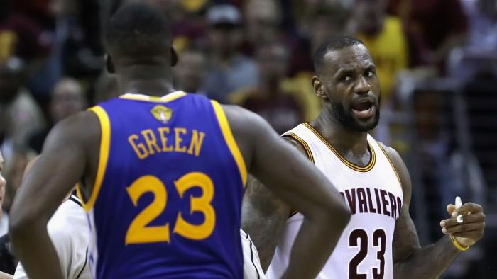 """NBA Finals - LeBron James risponde a Green: """"Bello che pensi a me nel giorno dei festeggiamenti"""""""
