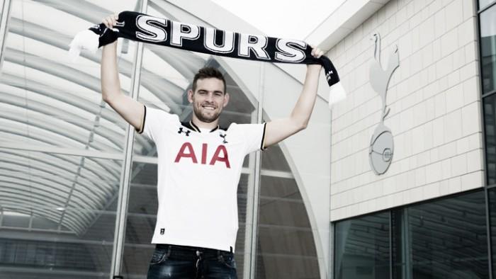 Tottenham anuncia atacante holandês Janssen como segundo reforço para a temporada