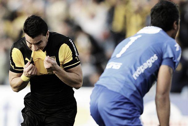 Peñarol gana, gusta y golea en un día histórico para el carbonero, negro para el tricolor