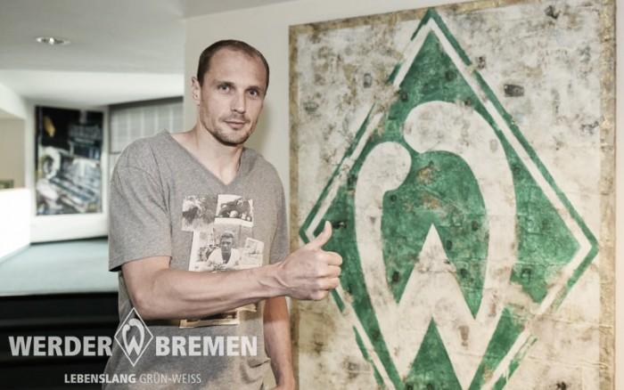 Werder Bremen acerta com goleiro Jaroslav Drobny por um ano