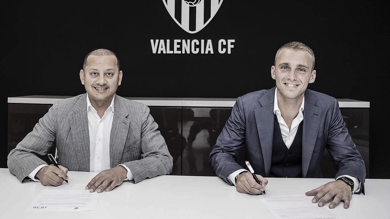Cillessen llega al Valencia y Neto aterriza en Barcelona