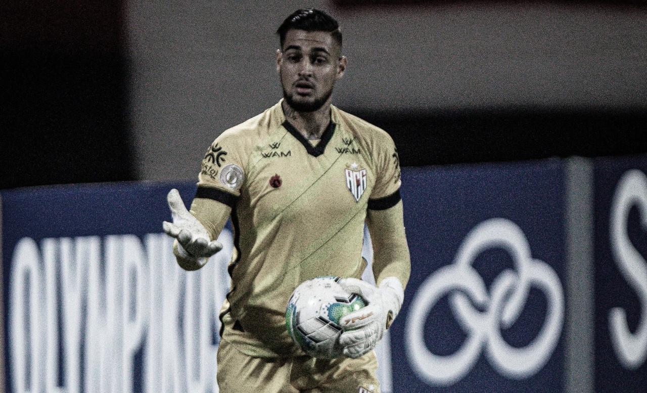 Goleiro Jean admite frustração do Atlético-GO após levar gol nos acréscimos