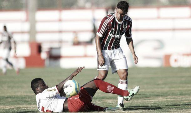 Apesar de campo ruim, Jean afirma que gostou da atuação do Fluminense
