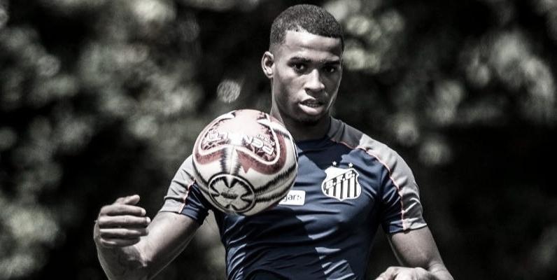 Boa fase e disposição tática: a titularidade de Jean Lucas no Santos