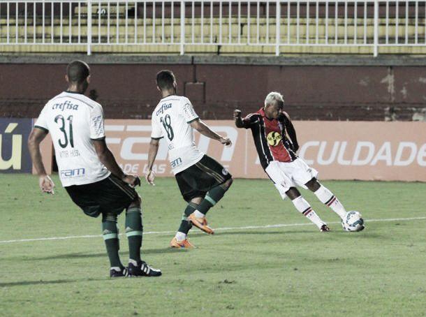 Joinville e Palmeiras empatam sem gols em jogo de portões fechados e seguem sem vencer