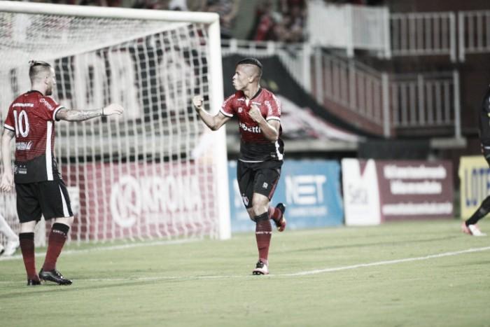 """Técnico Fabinho Santos celebra segunda vitória seguida do JEC: """"Fica mais tranquilo trabalhar"""""""