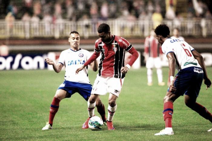 Em noite chuvosa e de pouco futebol, Joinville empata com Bahia em Santa Catarina