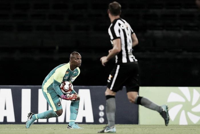 """Referência do Botafogo, Jefferson assume responsabilidade em falha: """"Infelizmente eu errei"""""""