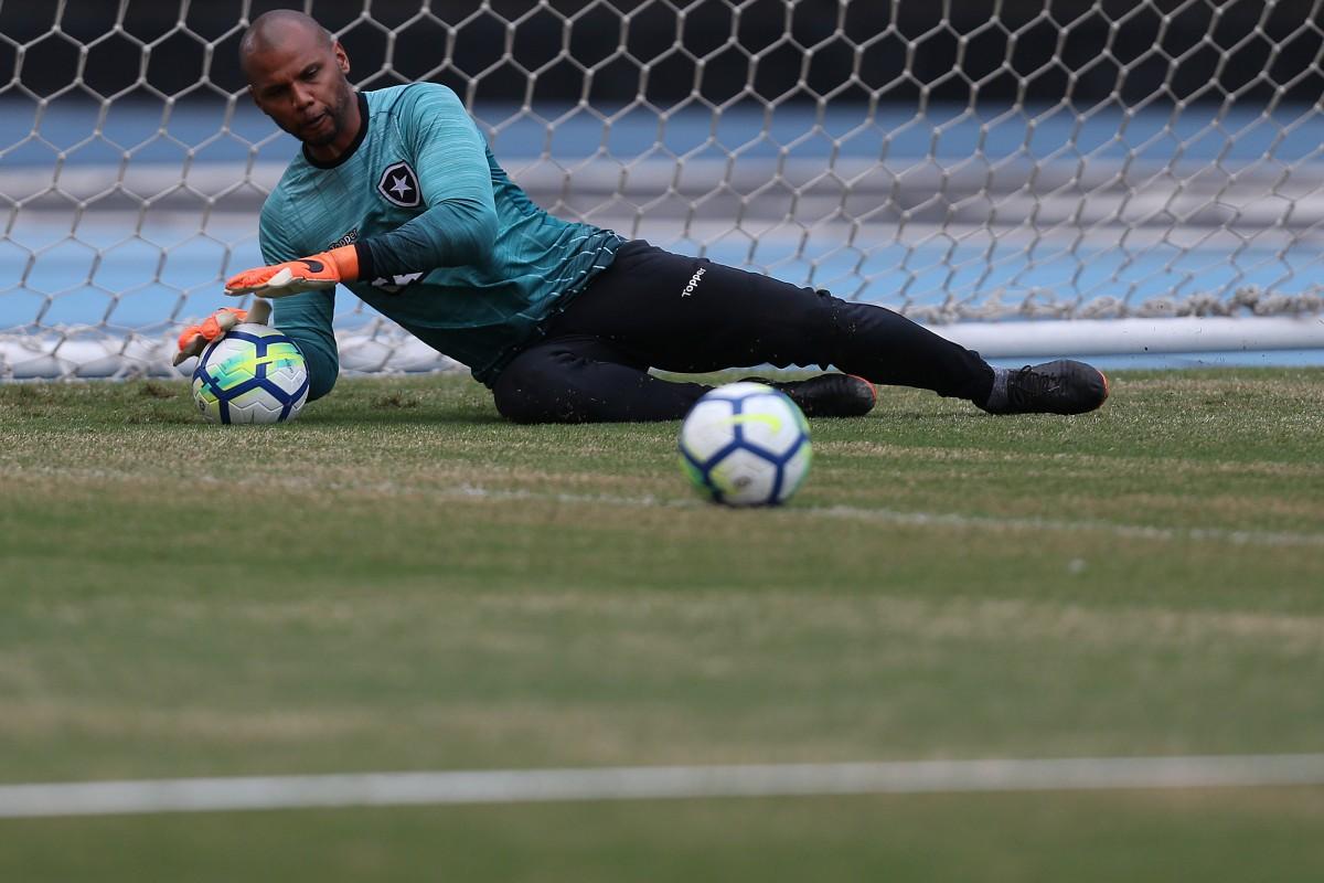 """Jefferson celebra marca importante com camisa alvinegra: """"Botafogo me encantou"""""""