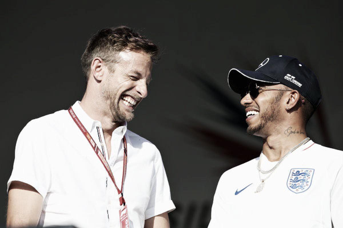 Button exculpa a Räikkönen de su toque con Hamilton