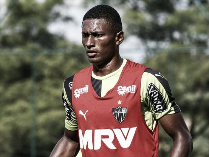 Sofrendo com lesões na zaga, Atlético-MG solicita volta de Jesiel junto ao Bragantino