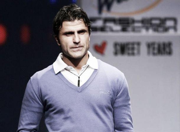 Benfica critica Jestrovic e nega interesse em Mitrovic