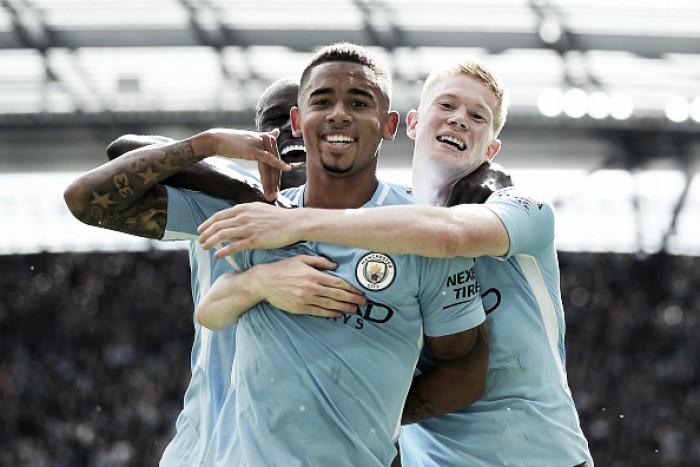 Gabriel Jesus e Sané brilham, Mané é expulso e Manchester City goleia Liverpool