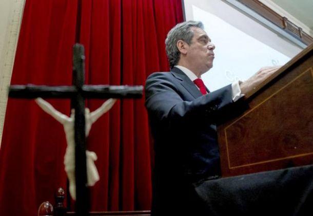 Jesús Aguilar defiende el derecho de los boticarios a no vender la píldora del día depués