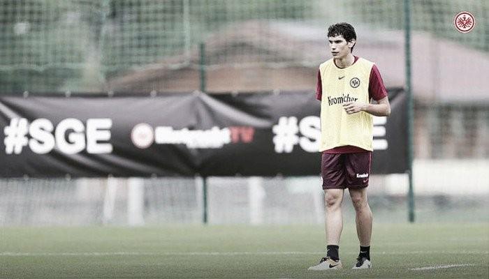 Zagueiro Jesus Vallejo é emprestado ao Eintracht Frankfurt