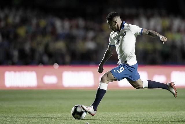 Gabriel Jesus fala sobre disputa no ataque e afirma que Firmino deve ser titular da Seleção
