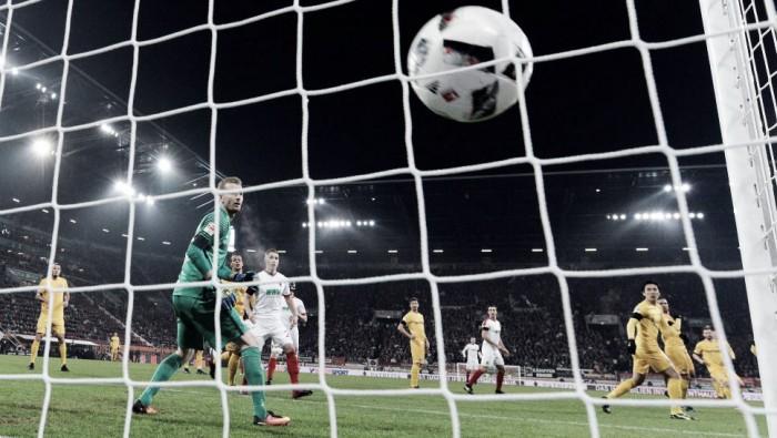 Augsburg sai atrás, mas consegue marcar e empata com Eintracht Frankfurt