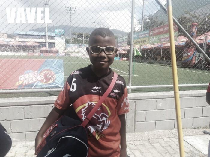 Jinner Martínez: El niño que juega con gafas en el Ponyfútbol