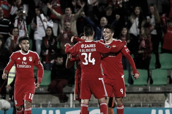 Águia sobrevoa Vila do Conde em sofrimento: Benfica vence Rio Ave e recupera liderança