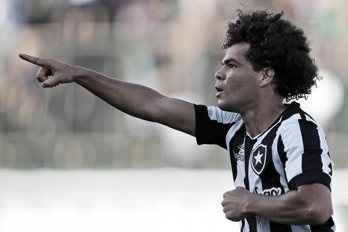 Botafogo vence apático Cruzeiro e se aproxima da parte de cima da tabela