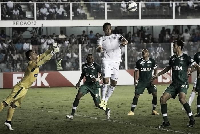 Com chances de chegar ao G-4, Santos encara Chapecoense na Vila Belmiro