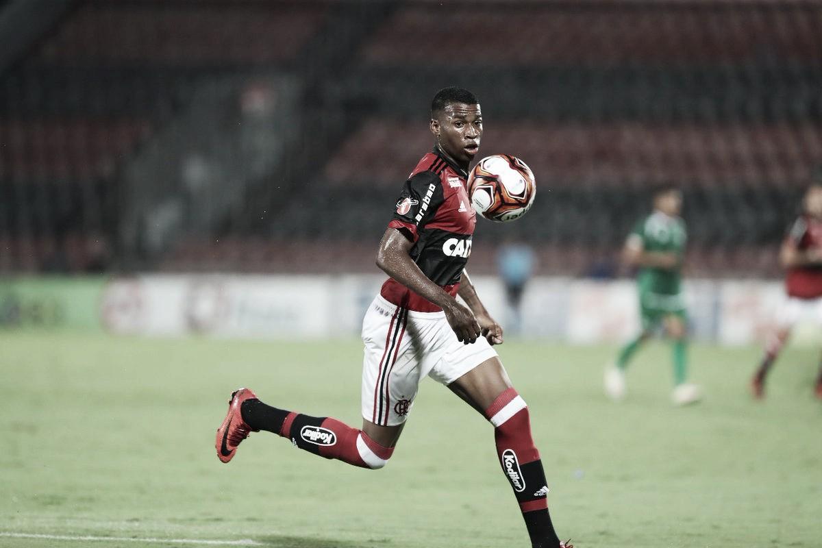 Jean Lucas estende vínculo com Flamengo e assina contrato válido até 2021