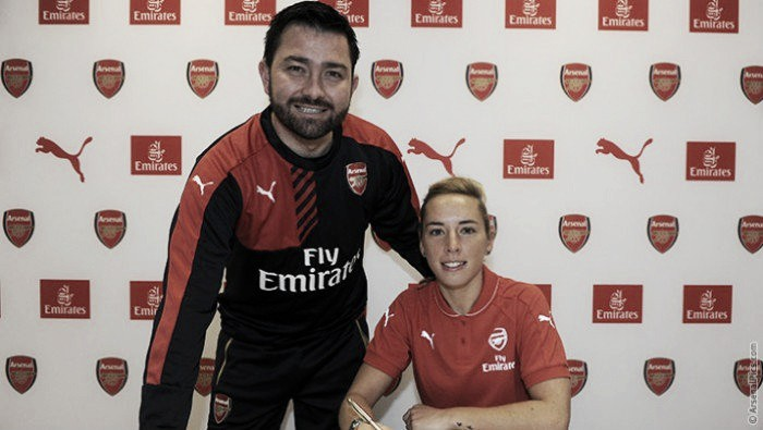 Nobbs signs new contract with Arsenal Ladies