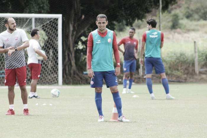 Volante João Ananias se recupera de lesão e pode reforçar Náutico diante do Ceará