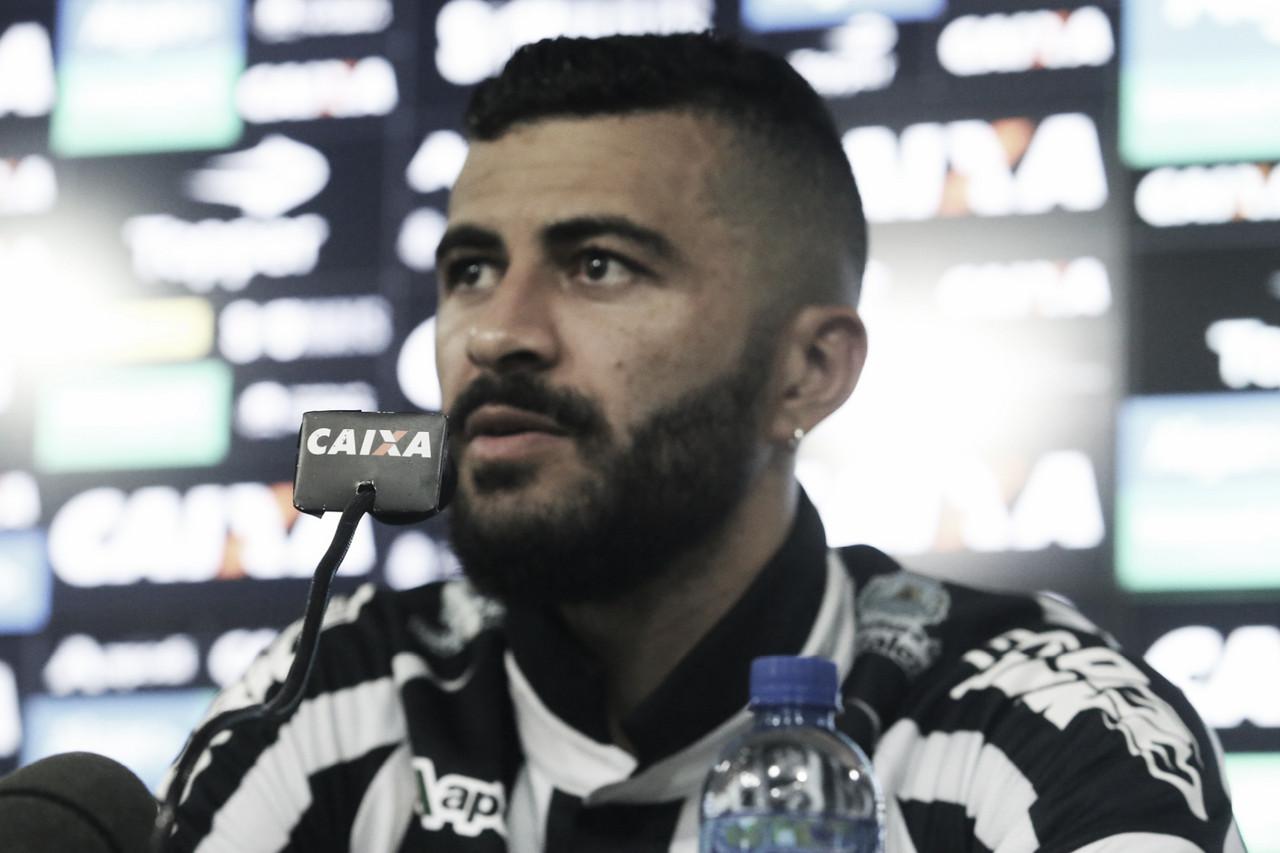 João Lucas prega 'atenção total' contra o Internacional na Arena Castelão