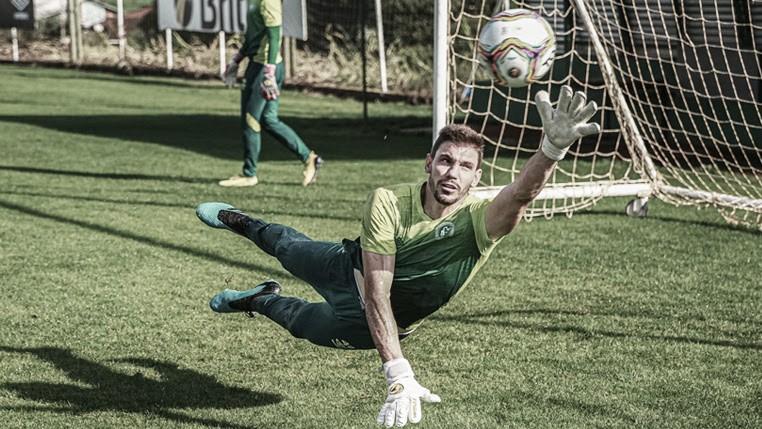 """Goleiro da Chapecoense, João Ricardo é inocentado em julgamento por doping: """"Sai um peso das costas"""""""