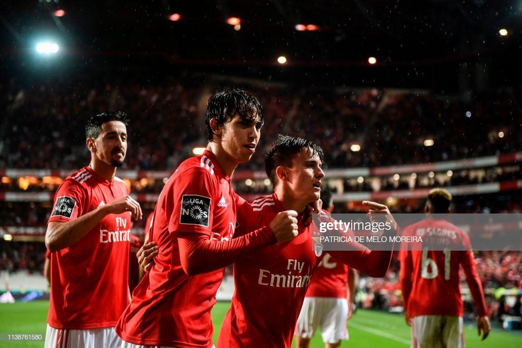 Benfica goleia e mantem primeiro lugar