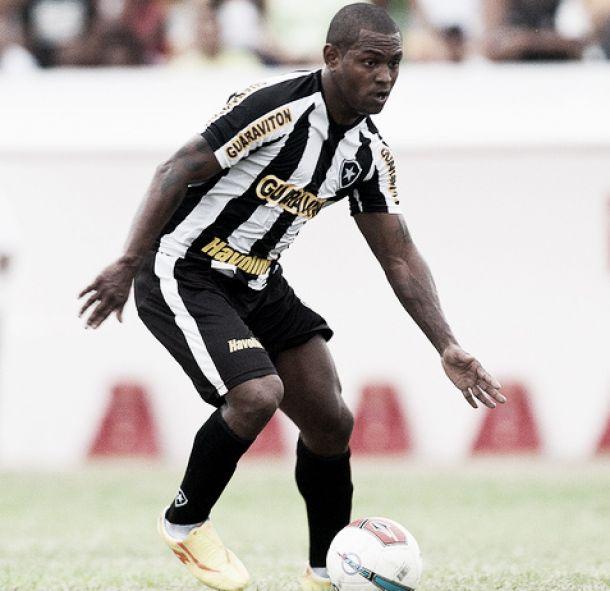 Com o passaporte em mãos, Jobson poderá retornar ao Botafogo