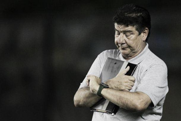 Criticado por recuar o time contra o Sampaio Corrêa, Joel Santana desabafa após vitória tranquila