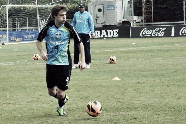 Recuperado, Maxi Rodríguez treina pela primeira vez com bola