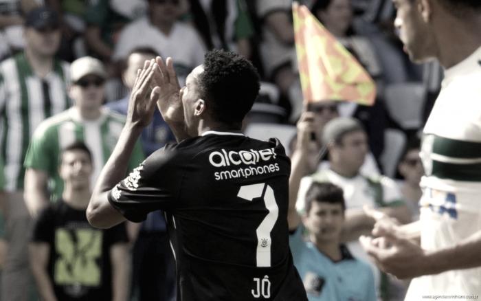 Autor de gol mal anulado contra Coritiba, Jô é homenageado ao completar 150 pelo Corinthians
