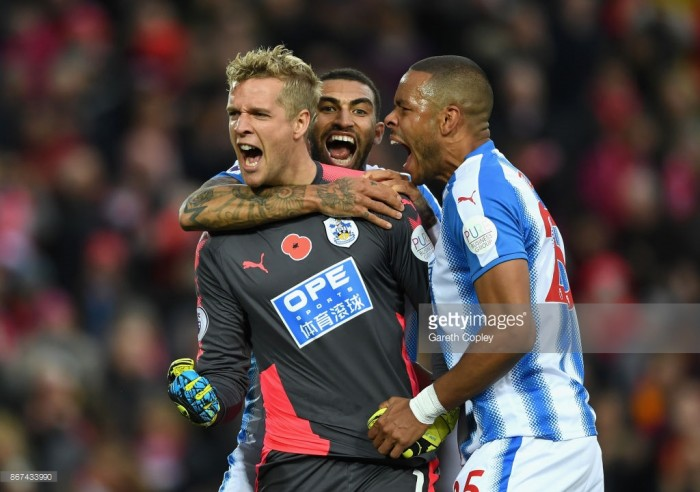 Jonas Lössl not happy with set pieces from Huddersfield Town