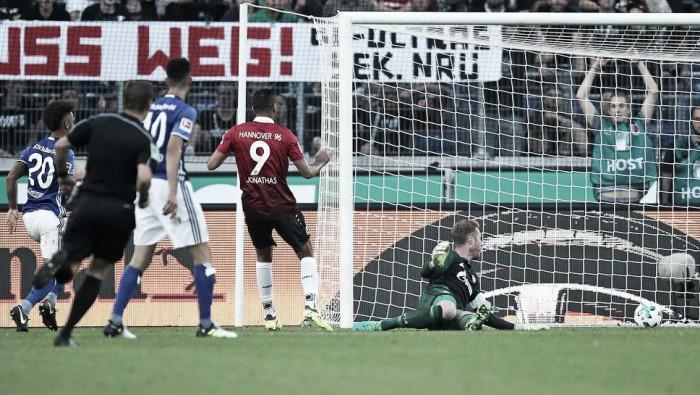 Estreia com pé direito: brasileiro Jonathas decide, Hannover bate Schalke 04 e permanece invicto