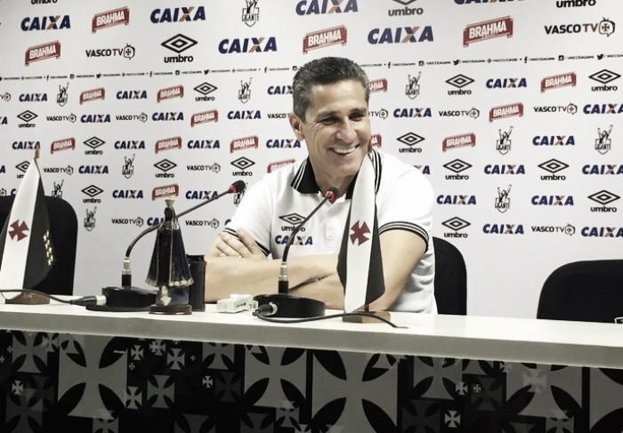 """Após vitória contra Bragantino, Jorginho declara: """"O Vasco não é só o Nenê"""""""