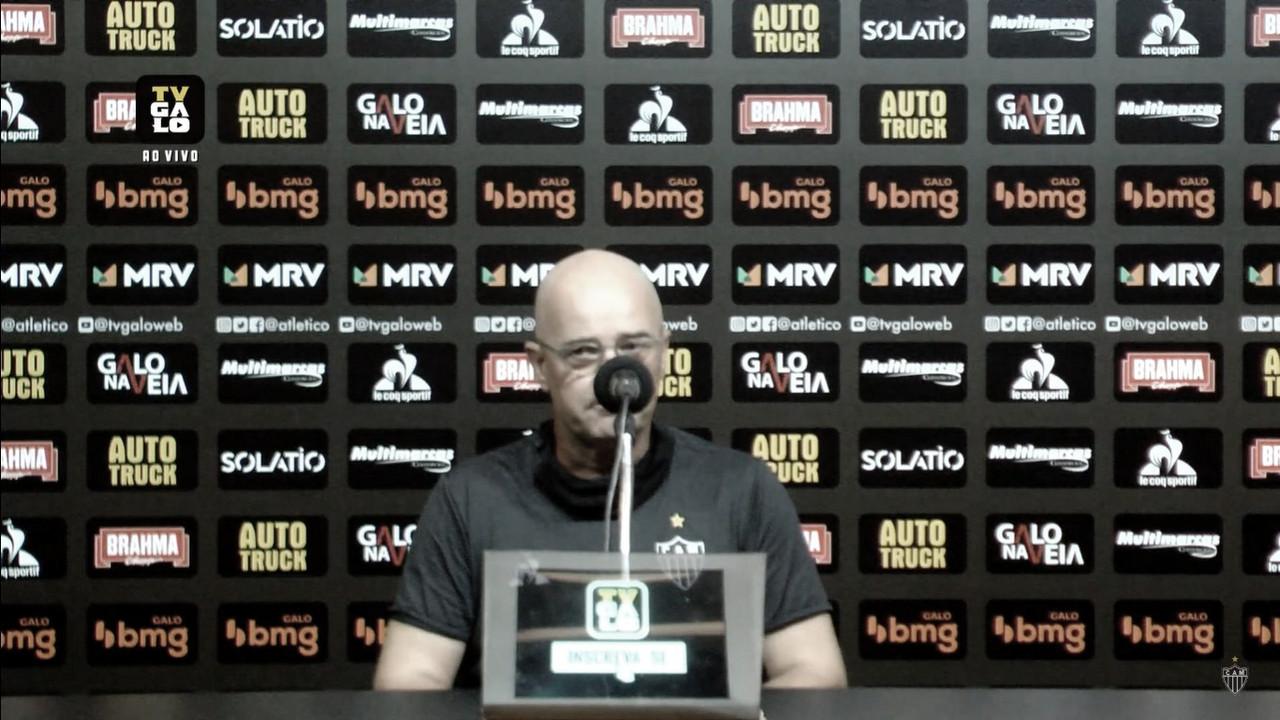 """Apesar do desgaste, auxiliar Jorge Désio exalta força de vontade dos jogadores: """"Lutaram até o final"""""""