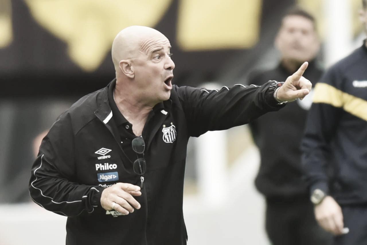 """Substituto de Sampaoli não fala sobre título, mas elogia vontade do time: """"Jogaram como pedimos"""""""