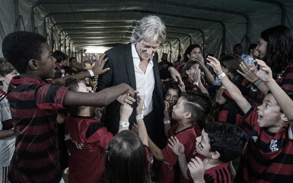 Jorge Jesus critica gramado do Maracanã, mas comemora: ''Importante foi ter vencido''