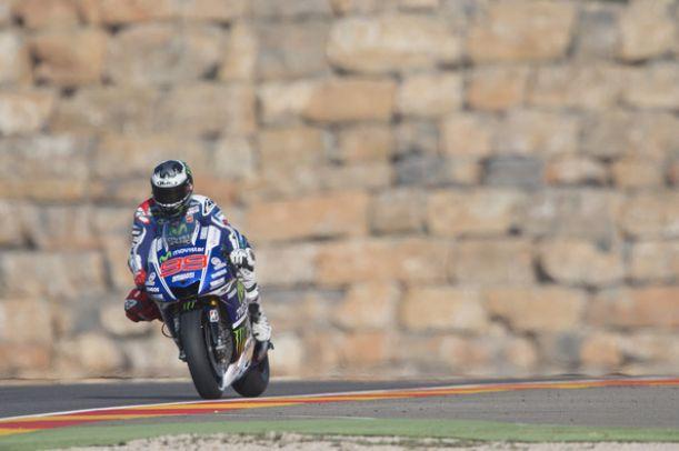 Aragón, trionfa Lorenzo in una gara pazza. Rossi out