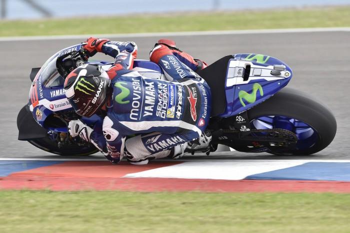 MotoGP, Valencia: Lorenzo precede Rossi nelle libere 1