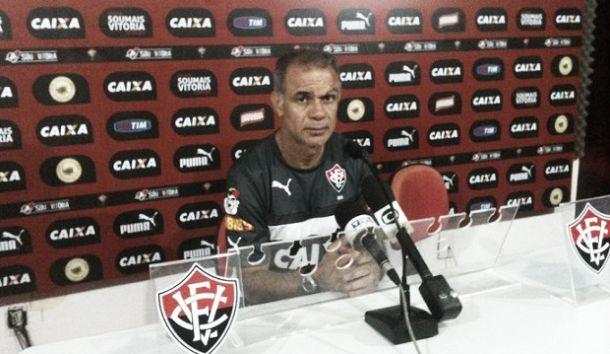 Após revés, Jorginho pede mais foco do Vitória em busca pela recuperação