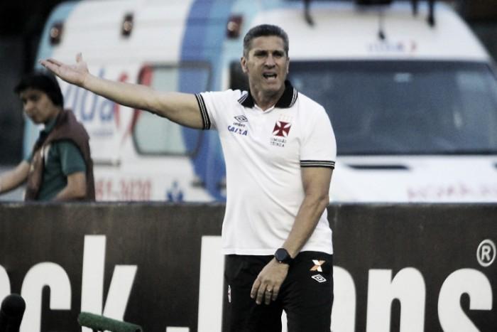 """Após derrota e aumento de pressão, Jorginho garante: """"Saio de cabeça erguida"""""""