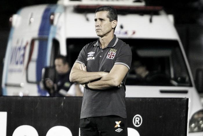 """Jorginho lamenta derrota em casa e blinda elenco: """"A responsabilidade é toda minha"""""""