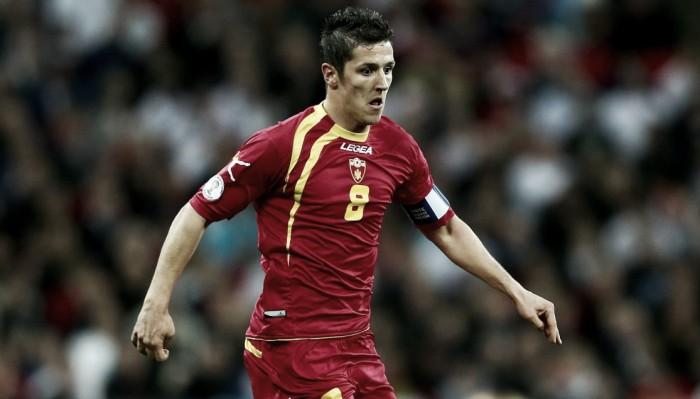 Un hat-trick de Jovetić permite a Montenegro mantener el segundo puesto de su grupo
