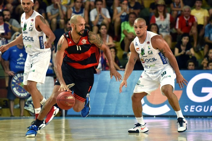 Flamengo vence Bauru na segunda prorrogação e estreia com vitória no NBB