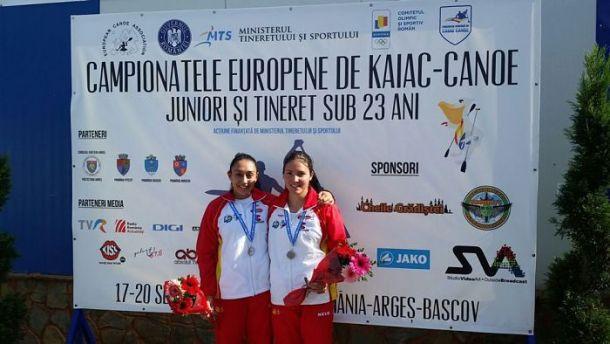 Las españolas Camila Morison y Raquel Da Costa, con la medalla de plata conseguida en el Campeonato de Europa Junior. Foto: RFEP.
