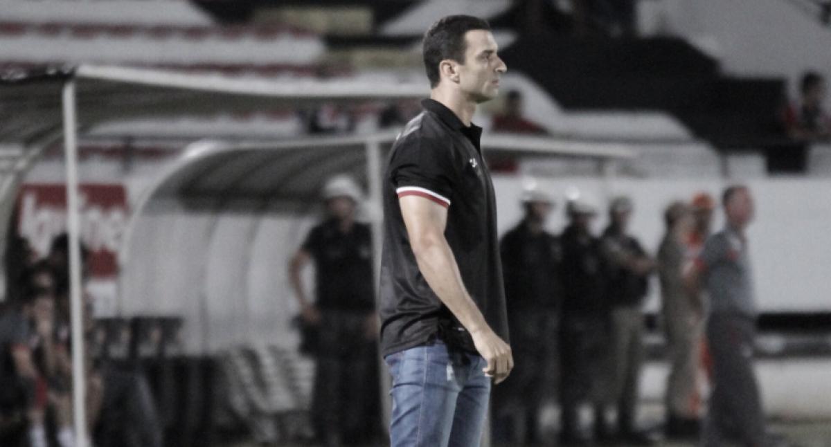 """Satisfeito com empate, Júnior Rocha exalta bom momento vivido pelo Santa: """"De tirar o chapéu"""""""